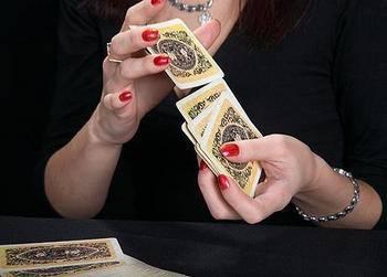 Гадать на игральных картах на любимого