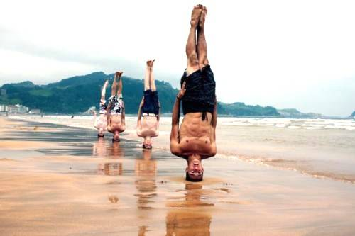Стойка на голове йога