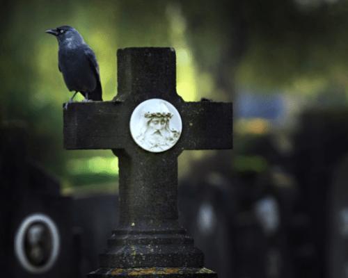 Кому нельзя нести гроб на похоронах
